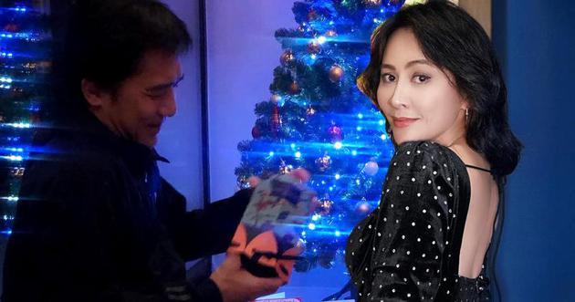 不清新梁朝伟手中这份礼物,是不是太太刘嘉玲送的?