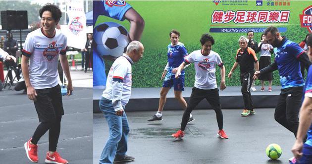 蕭正楠愛好足球,昨天(2月23日)踢健步足球。