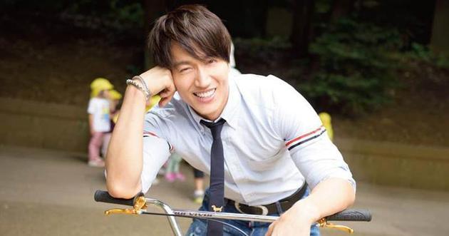 言承旭正在北京拍戲,工作人員剛開始還擔心他會被林志玲結婚的消息影響情緒。