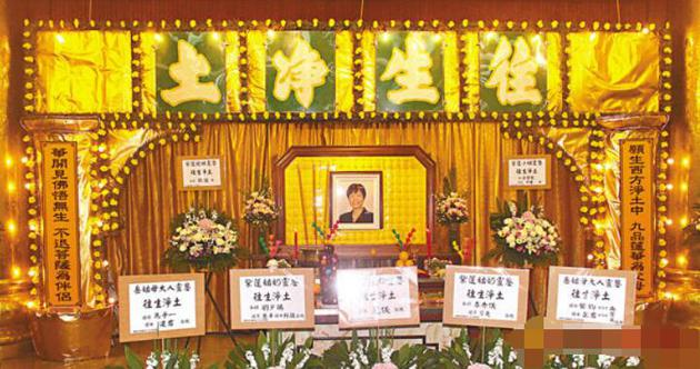 """獲稱""""港姐之母""""的陳紫蓮在世界殯儀館世界堂設靈,喪禮以佛教儀式進行"""