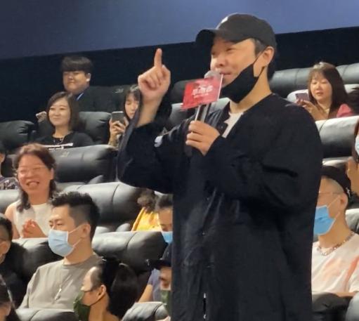 陈思诚宣布离婚后首提佟丽娅 赞其新片中演技好