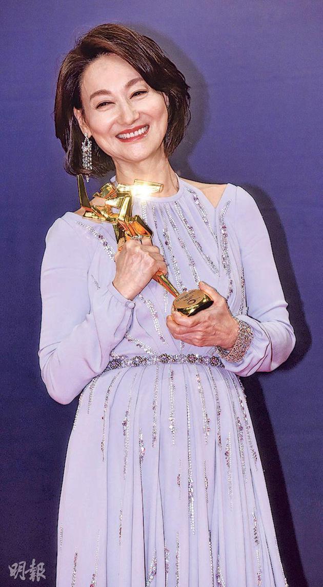 惠英红凭《翠丝》夺最佳女配角,第三次在亚洲电影大奖上得奖。