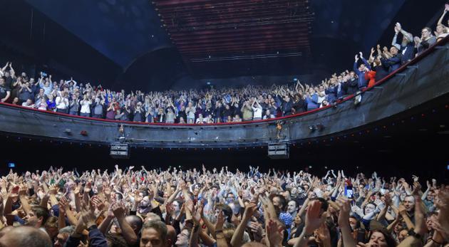 仅40%的美国人在研发新冠疫苗前乐意重返影院和演唱会