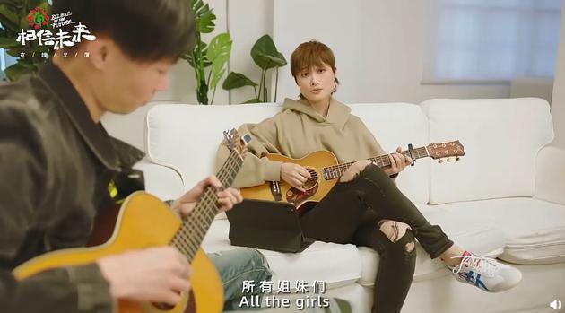 李宇春弹唱《给女孩》