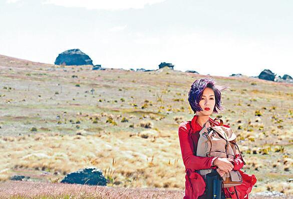 杨千嬅远赴新西兰拍摄巡演外景片段。