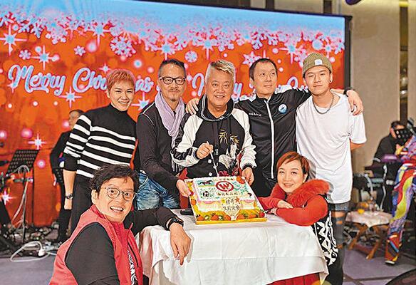 陈百强获明星足球队贺寿 谭咏麟献唱《明年今日》