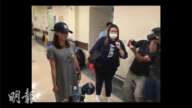 蔡思贝离开时,林子博直播现场情况。
