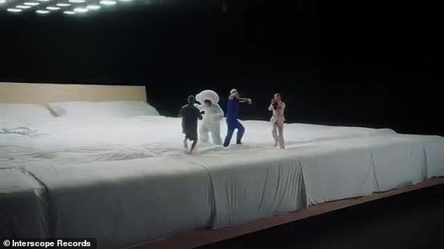 賽琳娜新歌MV