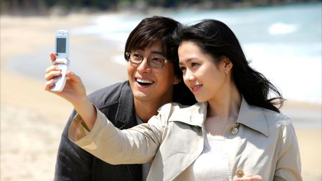 韩国电影《外出》剧照,图为男女主角。