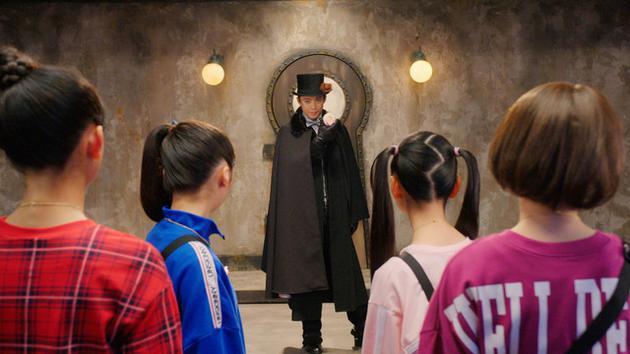 小栗旬客串特摄剧 导演三池崇史戏称自己强人所难
