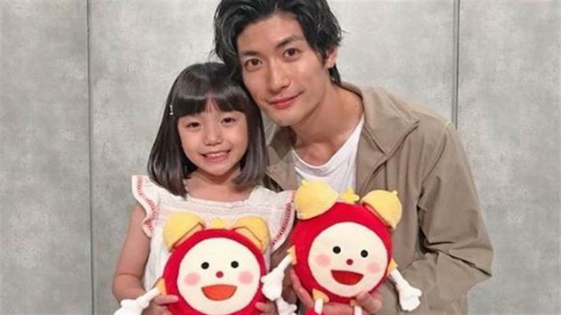 三浦春马与小童星合照
