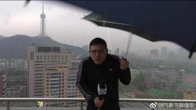刘晓东去年被雷击中而走红