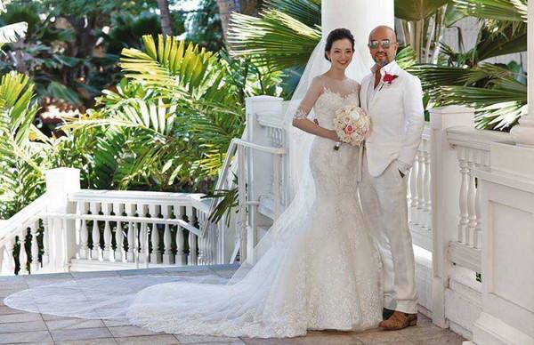 """辛龙和刘真2014年5月登记结婚、6月在夏威夷举办浪漫婚礼,两人在2016年后生下宝贝女儿""""霓霓""""。"""