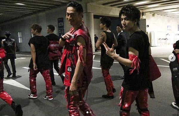 "AKIRA即將邁入38歲,加上EXILE後輩接棒活躍,圈內人認爲""他不能繼續激烈地跳舞了。"""