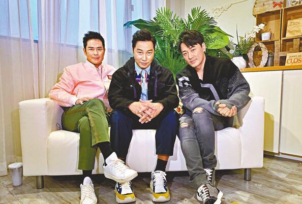 郑嘉颖、谭耀文、林峰,接受电视台专访。
