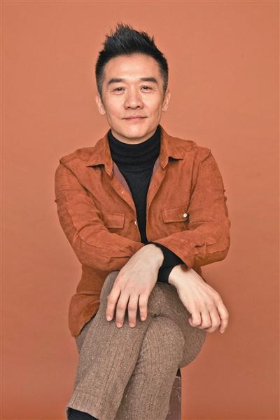 """黄志忠从演员到导演 首次执导坦言""""及格就好"""""""