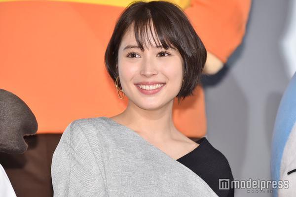 组图:广濑爱丽丝出席电影活动 现场合影哆啦A梦