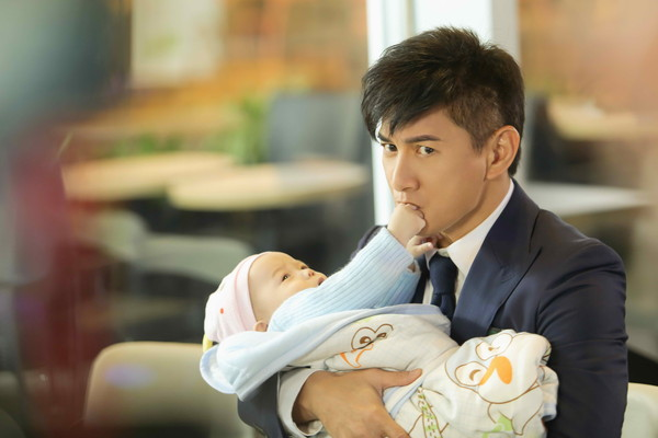 劉詩詩下個月生產 吳奇隆戲中提前抱娃體驗奶爸
