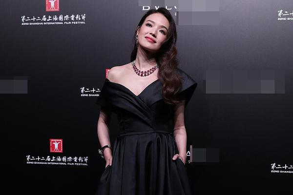 组图:舒淇摔倒后继续美丽营业 娜扎佟丽娅吊带黑裙同台比美