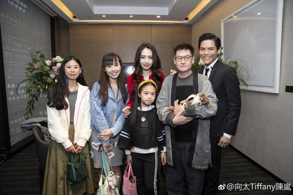 郭碧婷與兩個妹妹合影