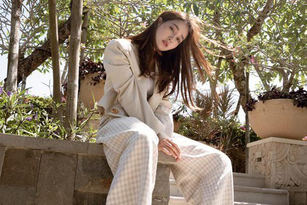 组图:李秉宪娇妻李珉廷巴厘岛拍写真 37岁辣妈嫩似少女