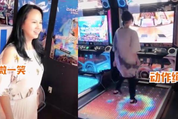 组图:郑爽与妈妈游日本挑战跳舞机 爽妈打扮少女二人玩得开心