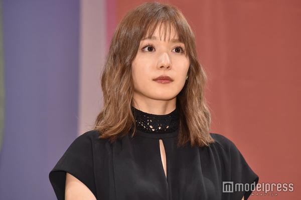 组图:《蜜蜂与远雷》举办完成披露活动 松冈茉优新发色吸睛