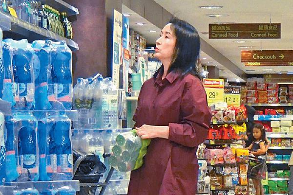 组图:龚慈恩被曝婚变后首次现身 神隐半个月后独自外出购物