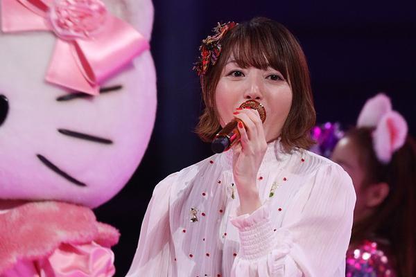 组图:花泽香菜变身清纯甜美学生妹 唱恋爱循环糖分超标