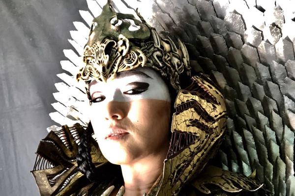 组图:巩俐晒《花木兰》角色自拍 头戴皇冠化身女巫超神秘