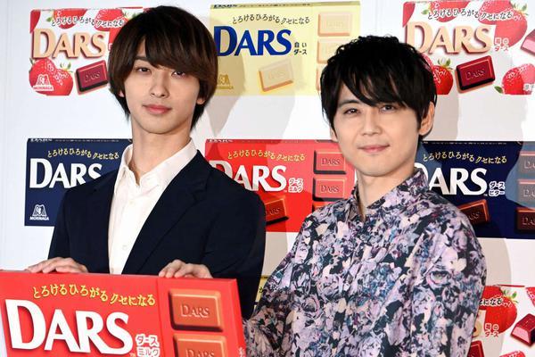 组图:横滨流星出席DARS宣传活动 与尾裕贵再现广告场景