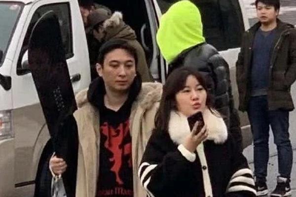 组图:网友日本偶遇王思聪去滑雪 有车有女友有兄弟潇洒依旧
