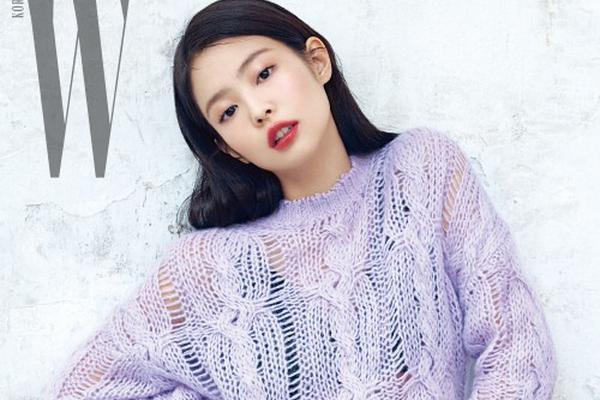 组图:JENNIE登时尚杂志封面 眼神诠释多面魅力