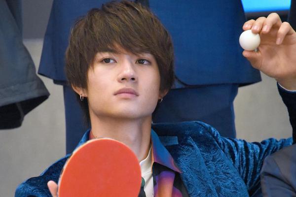 组图:EBiDAN成员新剧办问候会 佐野勇斗展开乒乓球切磋