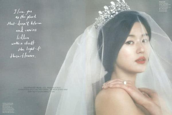 组图:绝美!全智贤8年前杂志旧照曝光 身披各式婚纱可清纯可妩媚