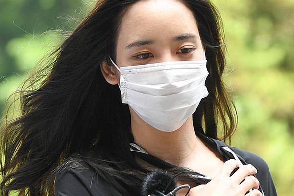 组图:网红韩瑞熙接受警方调查 承认被梁铉锡胁迫翻供