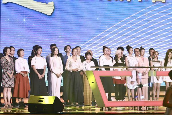 组图:《在一起》开播晚会录制 陈数刘敏涛董璇阚清子等亮相