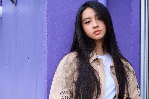组图:木村光希分享写真照 涂鸦风衣俏皮可爱
