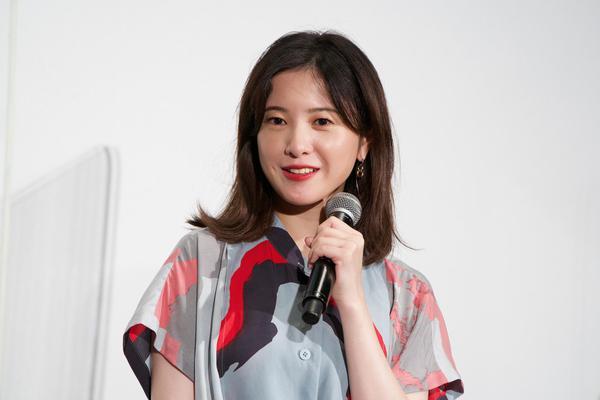 组图:吉高由里子出席宣传活动 长裙造型知性优雅