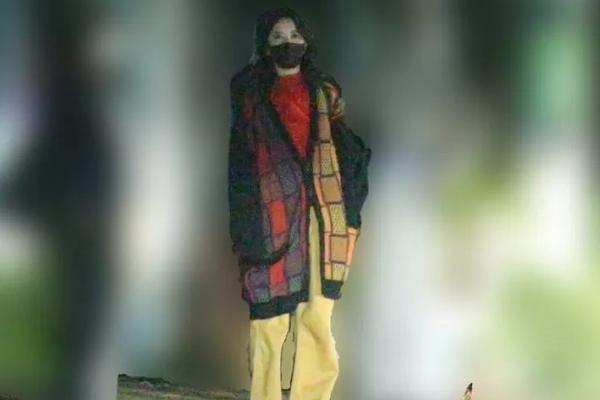 组图:吉高由里子私照曝光 衣服穿搭大胆撞色
