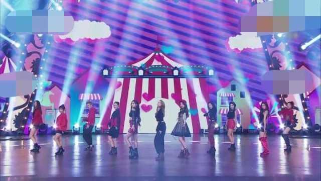 """浙江卫视舞台上,""""火箭少女""""的造型备受争议"""