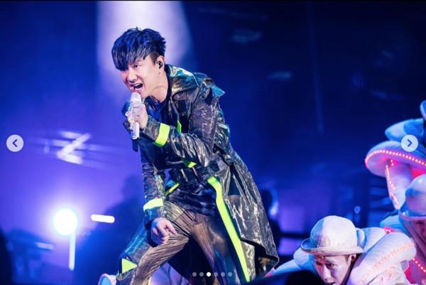 林俊杰演唱会中途呼吸困难 公司回应:他头部胀痛