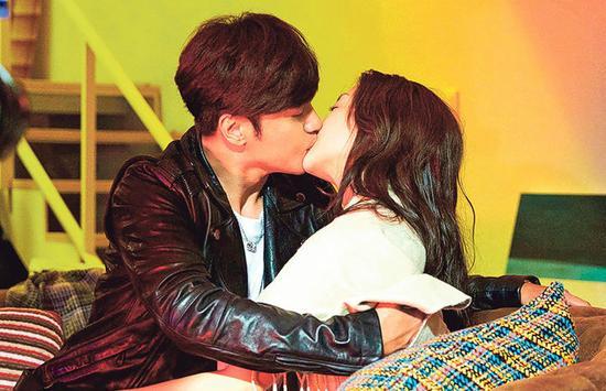 """...吻戏.罗志祥说:\""""从来没试过一大早就拍吻戏的经验我跟谢欣..."""