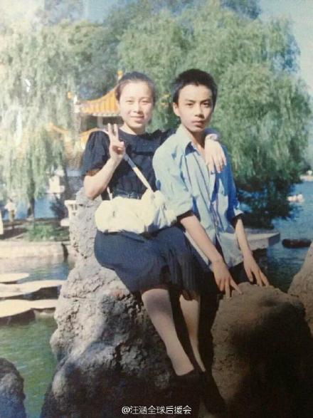 汪涵(右)20年前小鲜肉青涩旧照