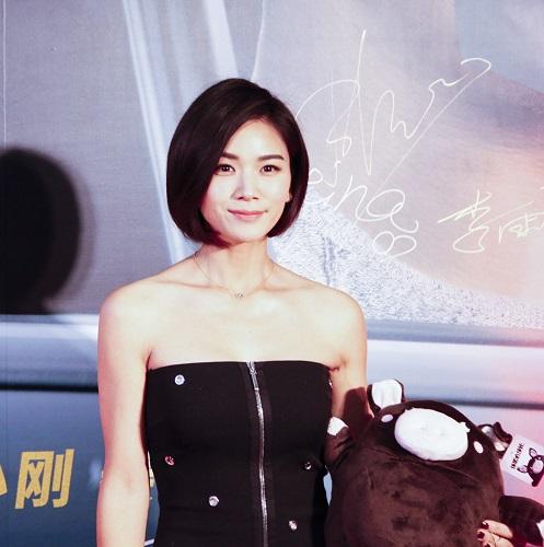 演员曹曦文特意前来为电影捧场并盛装出席首映红毯,一袭俏皮短发搭配图片