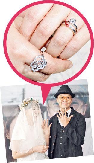 王菀之表示只会戴两个男生送的戒指,右手是哥哥送的,左手则是老公苏卓航为她用红线绑起的婚戒及求婚戒。