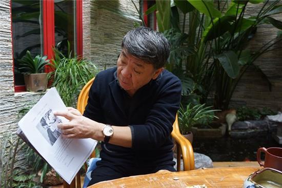 郑晓龙给记者展示网友指出的《芈月传》着装问题