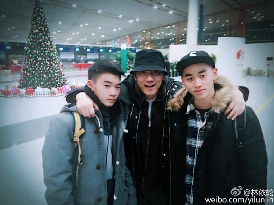 林依轮与俩儿子