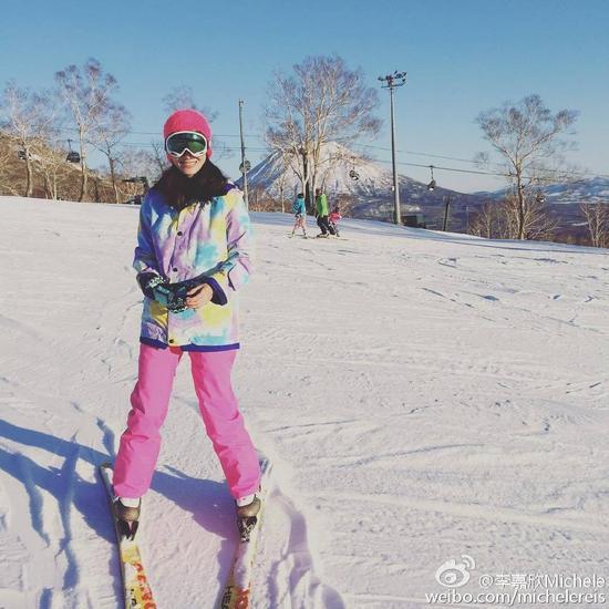 李嘉欣滑雪