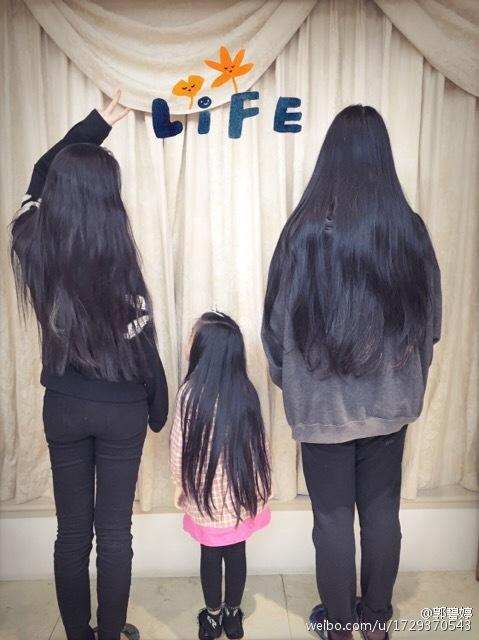 郭碧婷一家三女长发及腰 自嘲:我不是最长